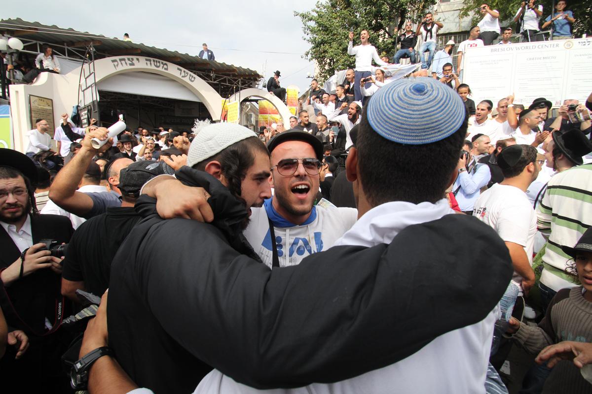 С неба на землю. Хасиды прорвались в Умань на праздник Рош ха-Шана, а попали на выборы
