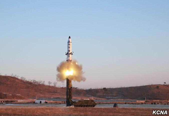 Північна Корея вийшла з Договору про нерозповсюдження ядерної зброї в 2003 році попри широкі міжнародні санкції і політичну ізоляцію.