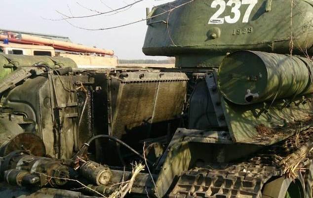 В Луганске взорвали танки и бронетехнику, которые оккупанты согнали для участия в параде, фото-2