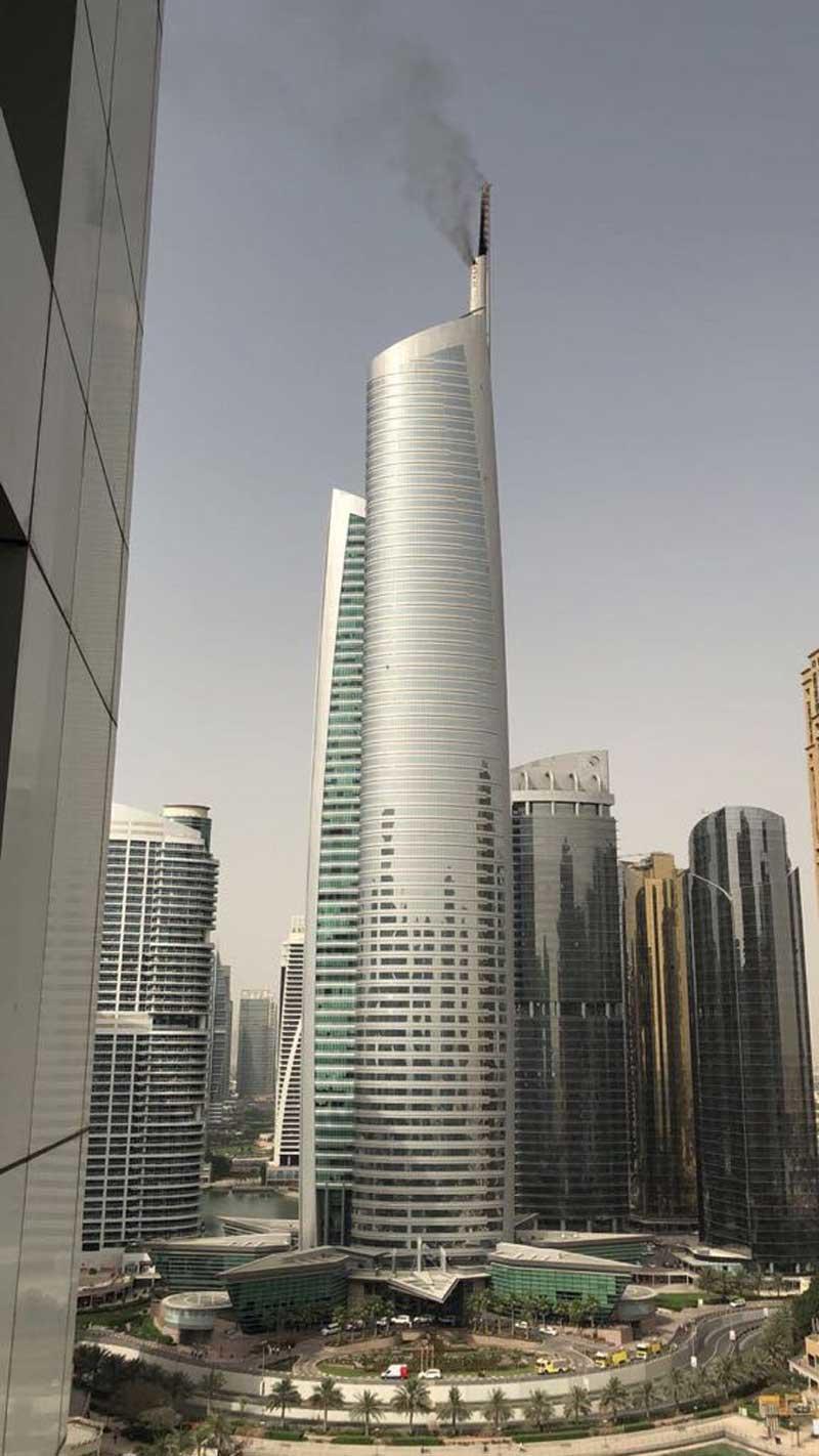 В Дубае загорелся 68-этажный небоскреб