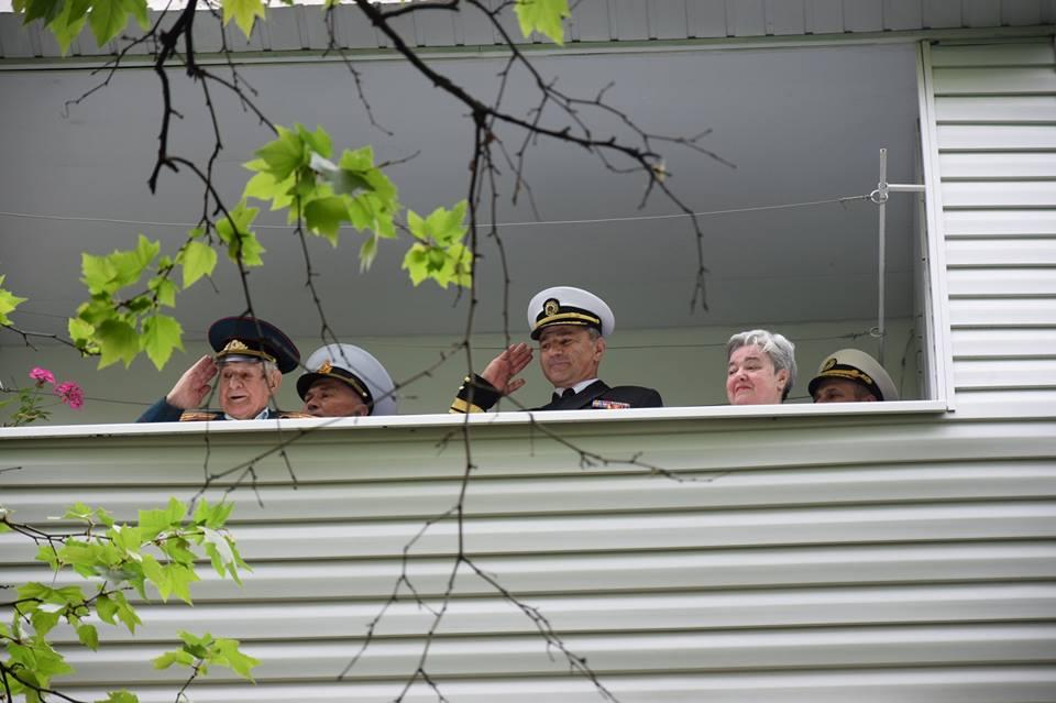 В Одессе ветерана поздравили парадом у его дома: фото