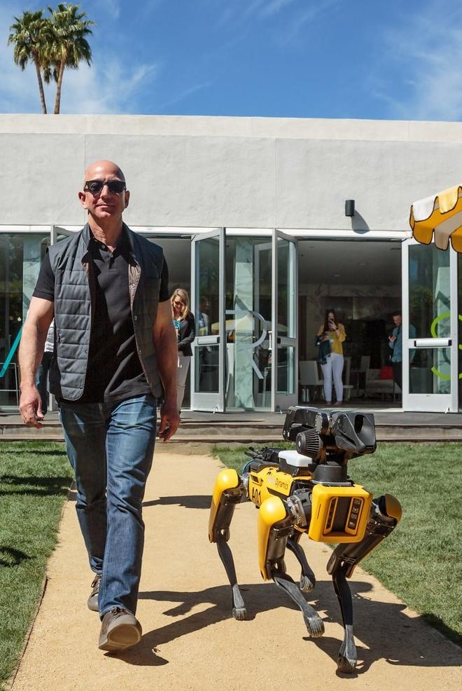 Робособака Boston Dynamics рыщет по офису и лестнице: видео