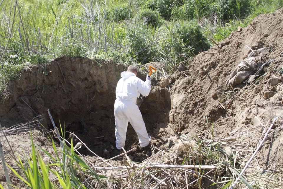 Возле Днепра нашли вещи погибших вИловайском котле бойцов ВСУ