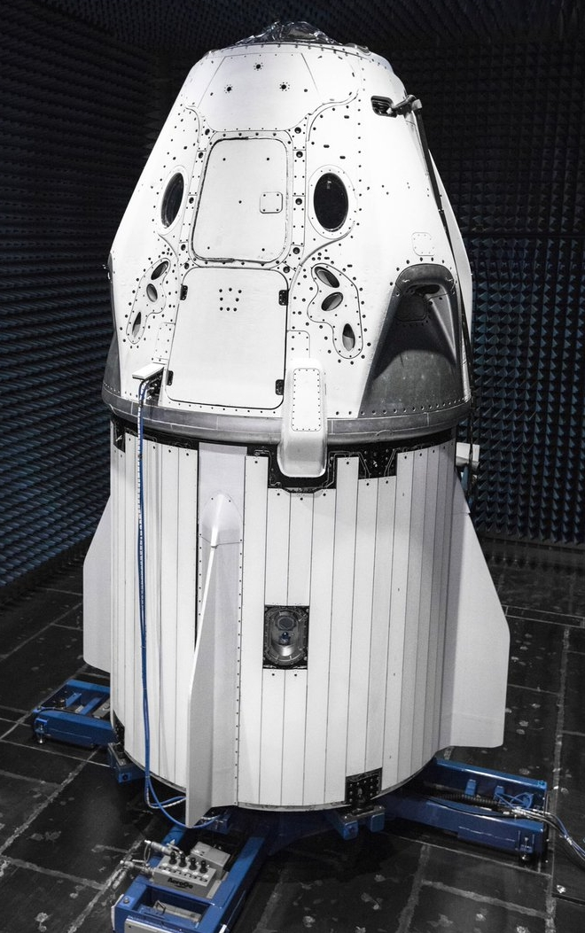 Маск показал, на чем SpaceX будут возить экипажи в космос: фото