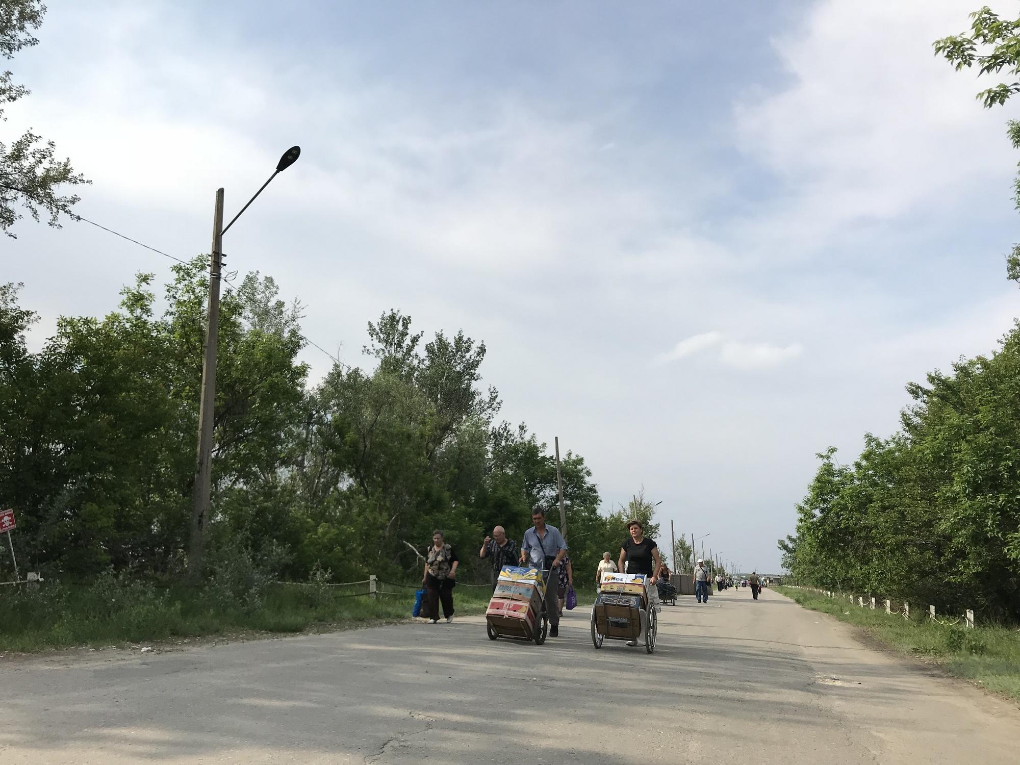 """""""Ждем освобождения"""". Как выживают луганчане в оккупации"""