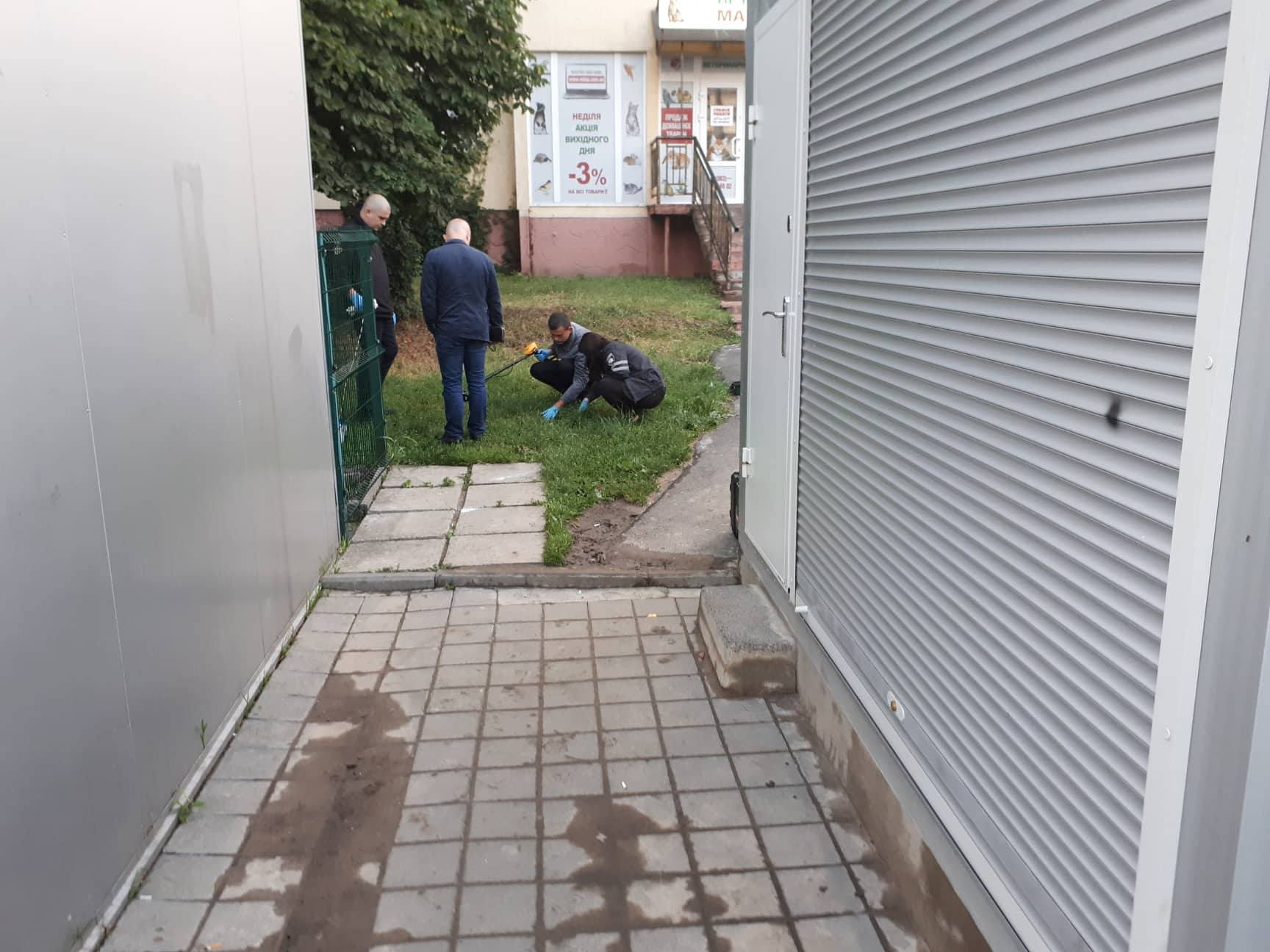 Во Львове на улице застрелили мужчину: фото