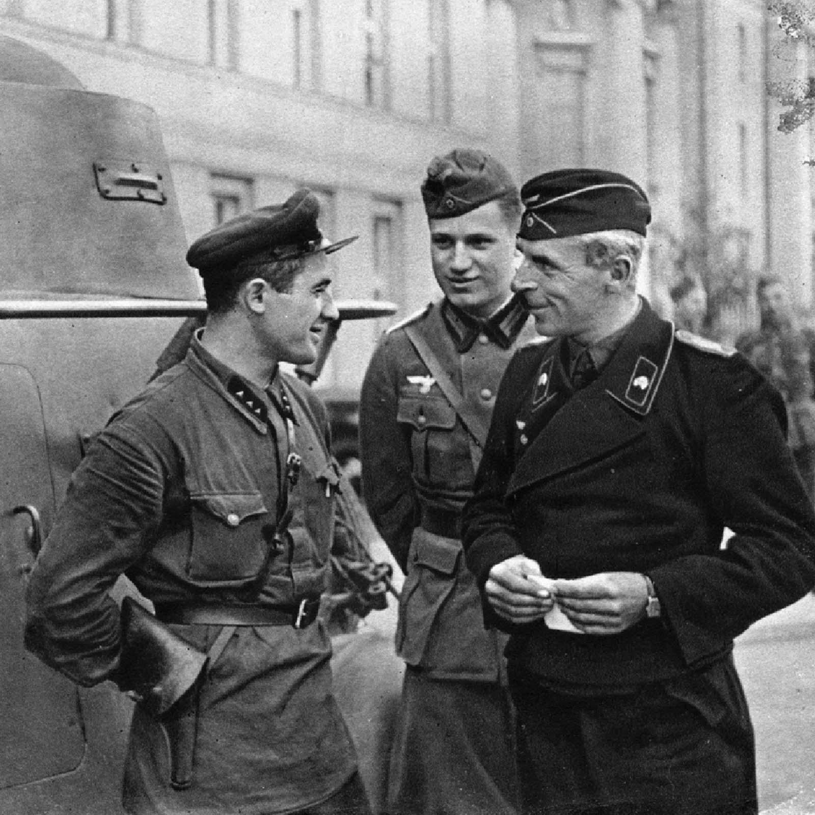 Офицеры советской армии и вермахта в Бресте, 1939 год