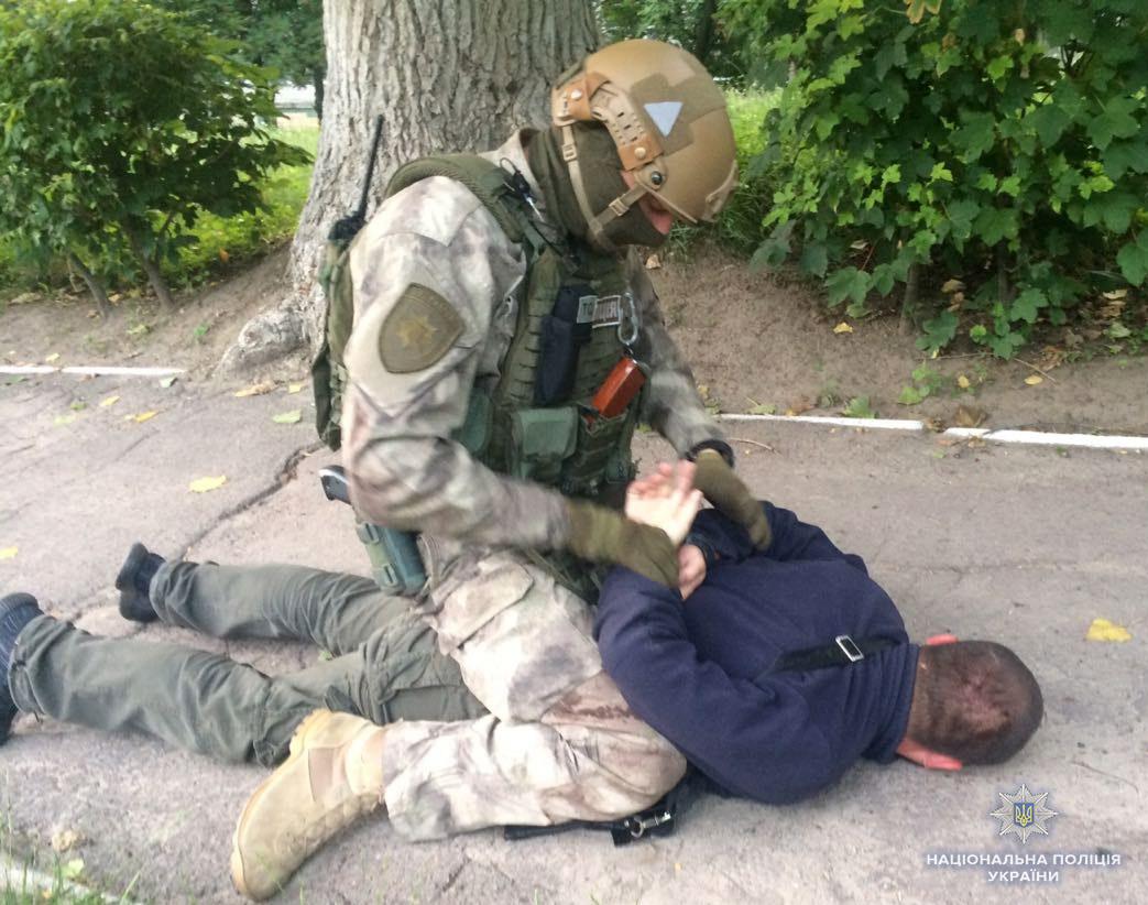 Бандиты пытались взорвать полицейского: видео задержания