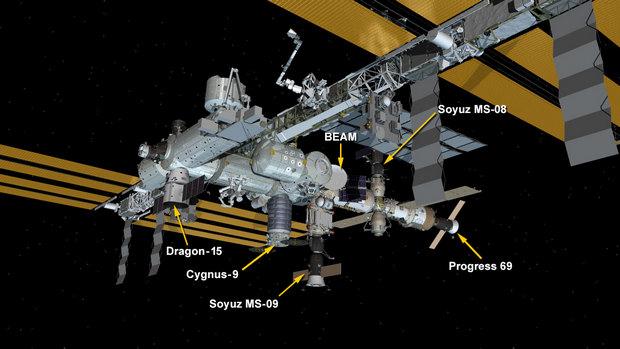 """На орбите поймали """"Дракона"""", уже разгружают его на МКС: схема"""