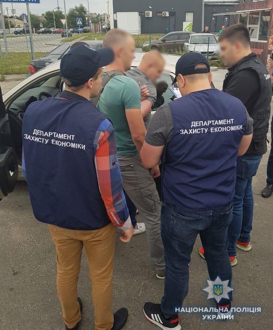 Депутат под Киевом добивался млн. взятки заземлю для кладбища