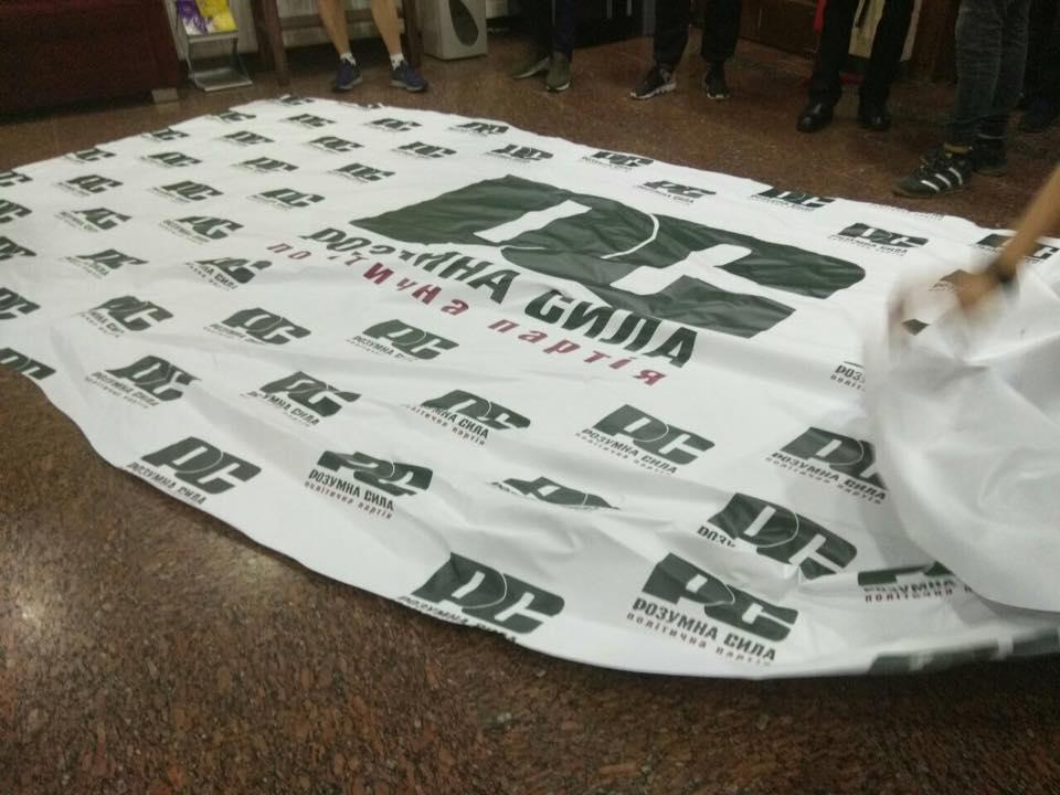 Члены С14 напали на замглавы партии из дела Бабченко: видео