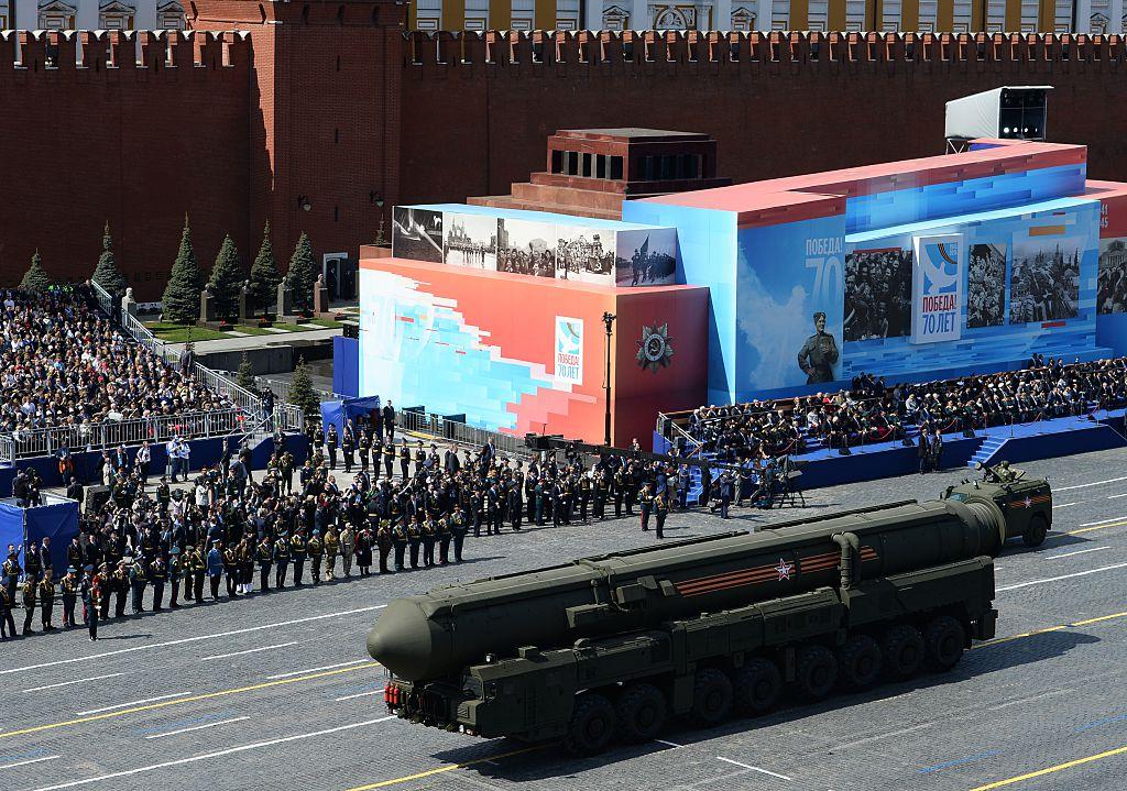 Пусковые установки ядерных ракет на параде на Красной площади в Москве 9 мая 2015 года