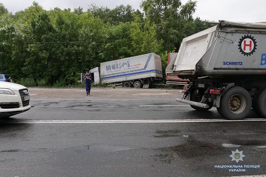 В Хмельницкой области в ДТП погибла семья с ребенком