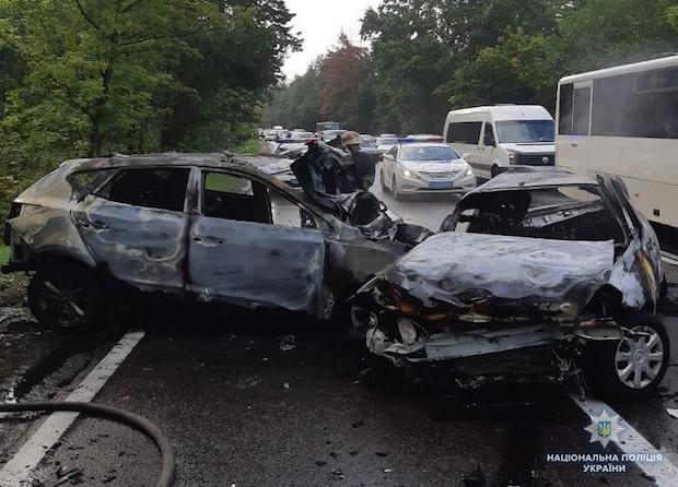 Еще одно страшное ДТП: в Киеве сгорела семья из 3 человек - видео