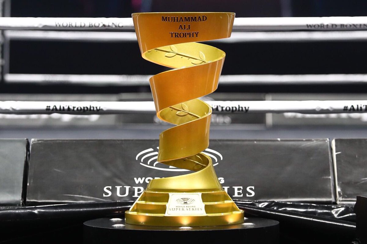 Абсолютный чемпион мира: Усик победил россиянина Гассиева