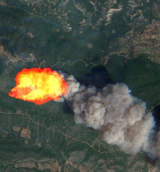 Как большой пожар в Греции выглядит из космоса: спутниковые фото