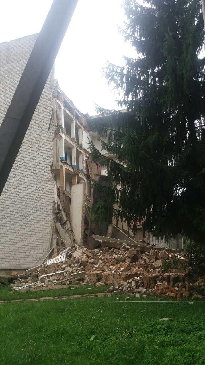 В общежитии техникума в Житомирской области обвалилась стена