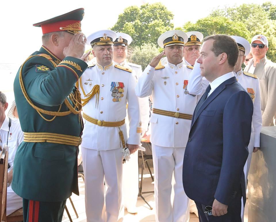 Дмитрий Медведев незаконно приехал в оккупированный Крым - фото