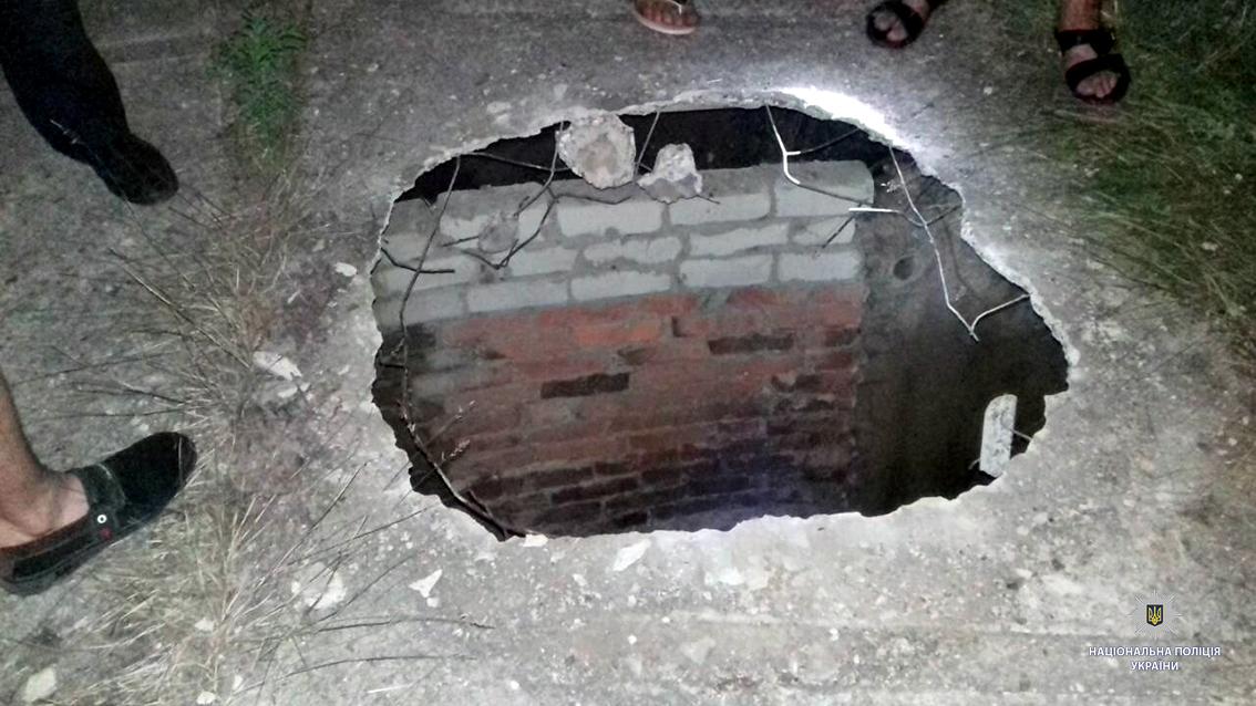 В канализации воинской части Лозовой обнаружили тело военного