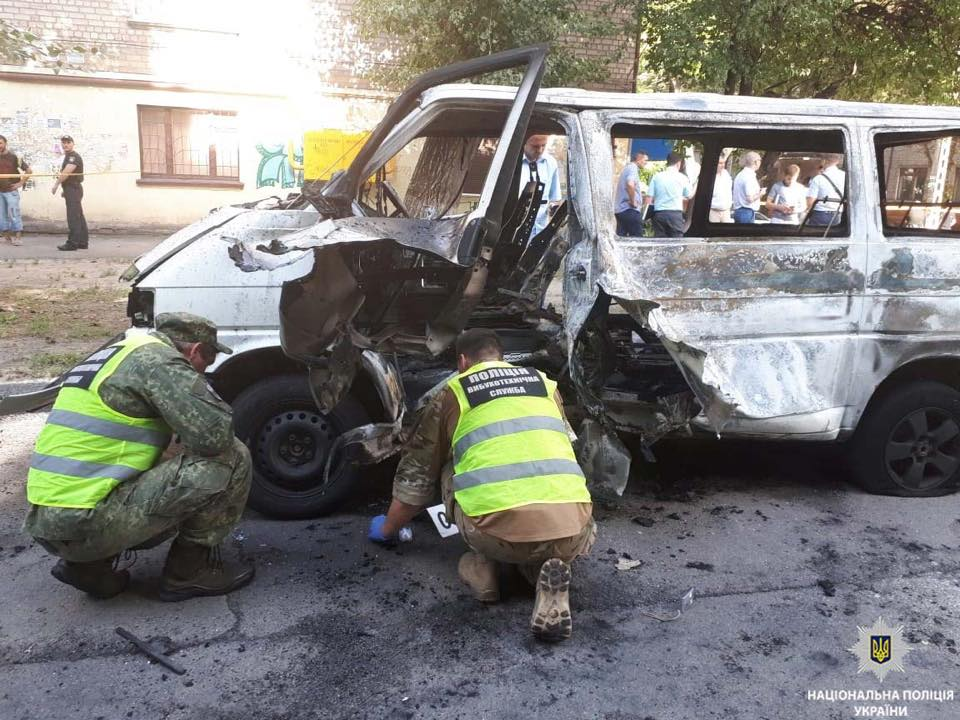 В Каменском взорвалось авто депутата: он в тяжелом состоянии