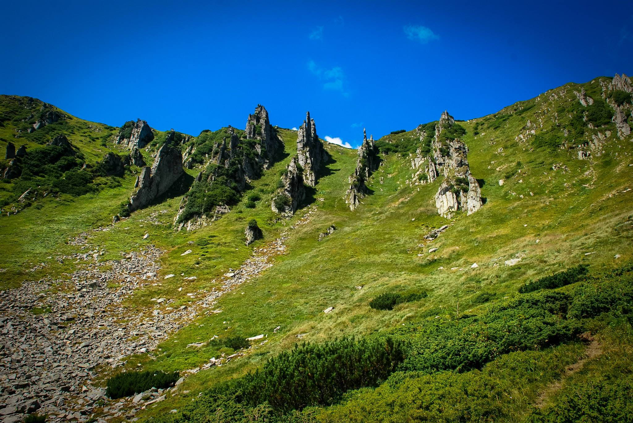 День альпинизма: пять маршрутов в Карпатах для начинающих