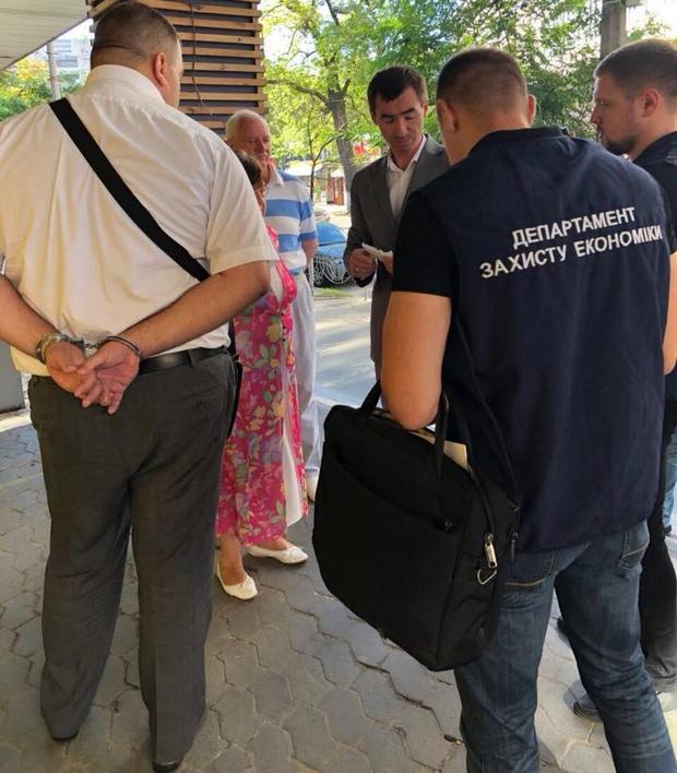 ВКиеве навзятке попался глава департамента ДФС