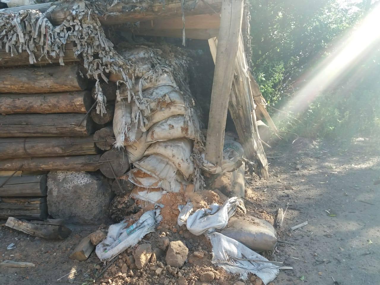 Последствия обстрела боевиками пункта пропуска Майорск: фото