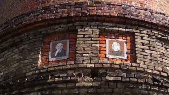 """Башня тиранов: где в Украине еще хранят портреты """"вождей"""""""