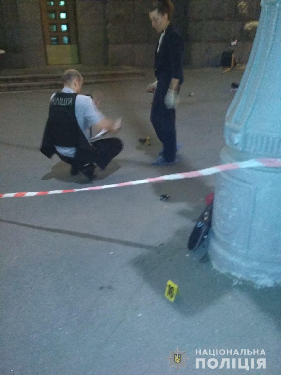 Нападение на мэрию Харькова: убит полицейский - фото, видео