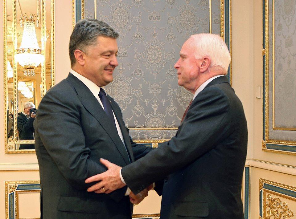 Независимость, смерть Маккейна и кокаин Путина: новости недели