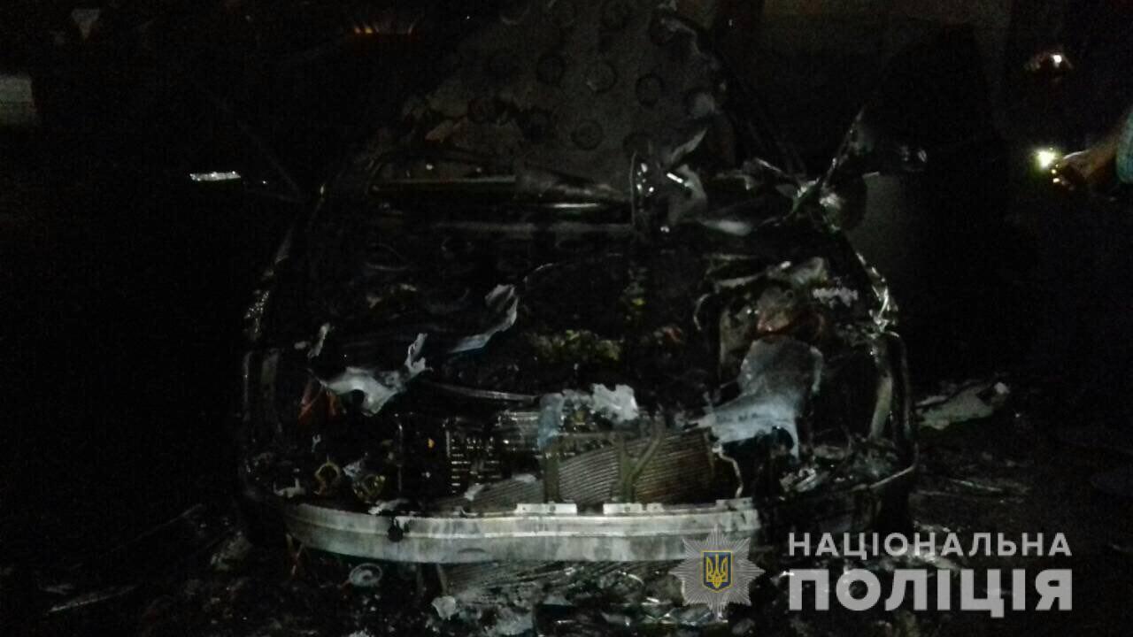В Ровно сожгли машину депутата горсовета: фото