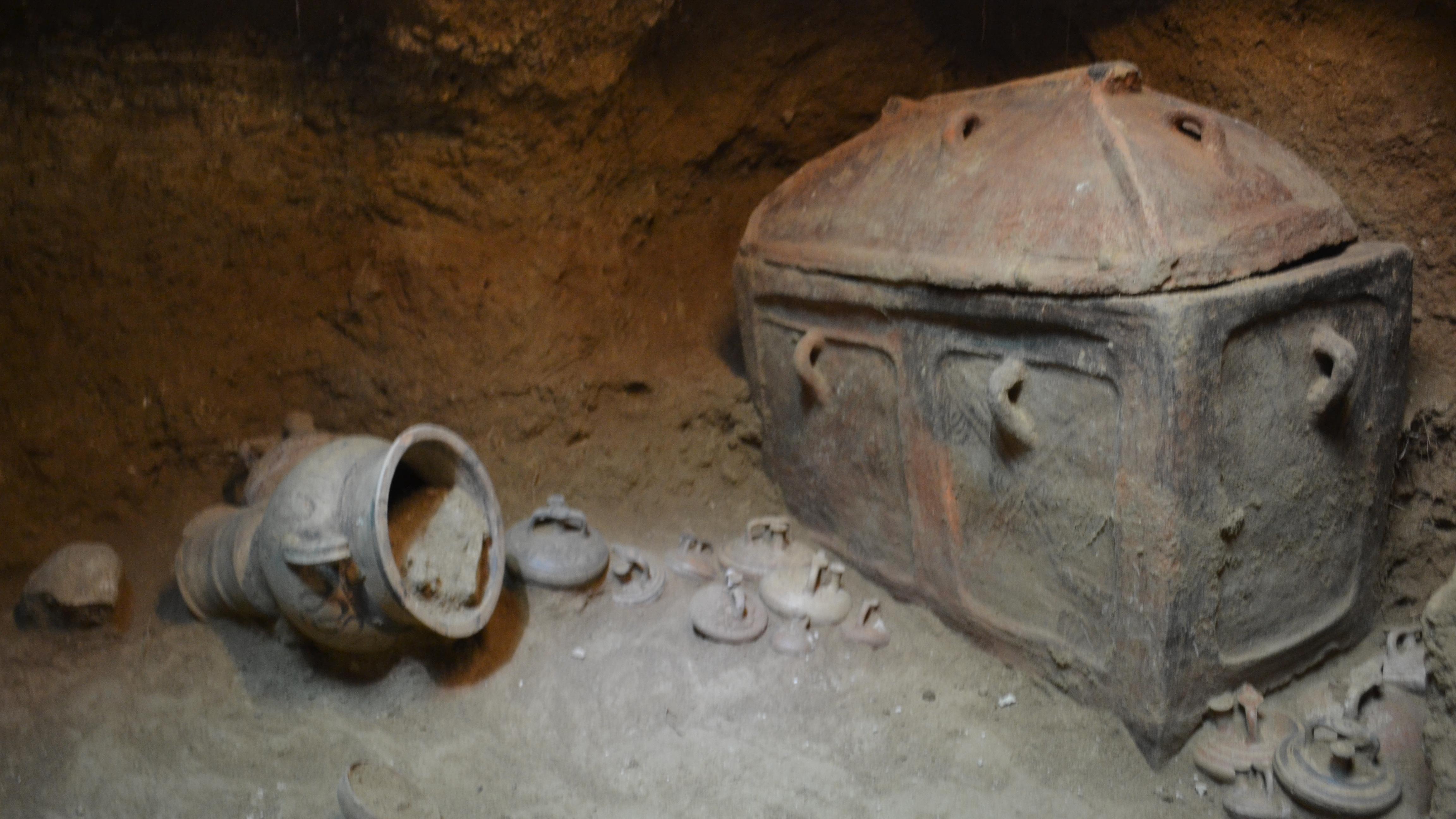 На Крите фермер случайно нашел 3400-летнее захоронение: фото
