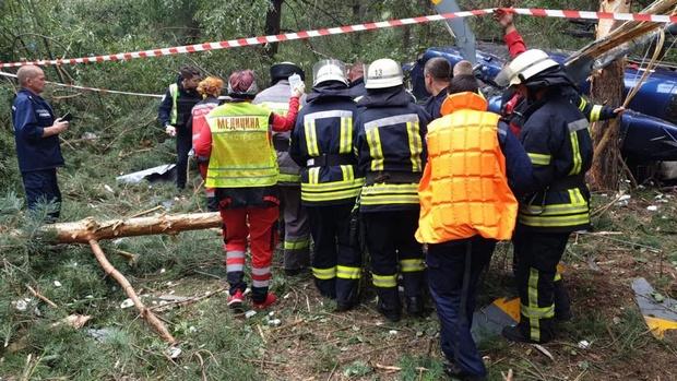 В Киеве на Трухановом острове утром разбился вертолет: фото