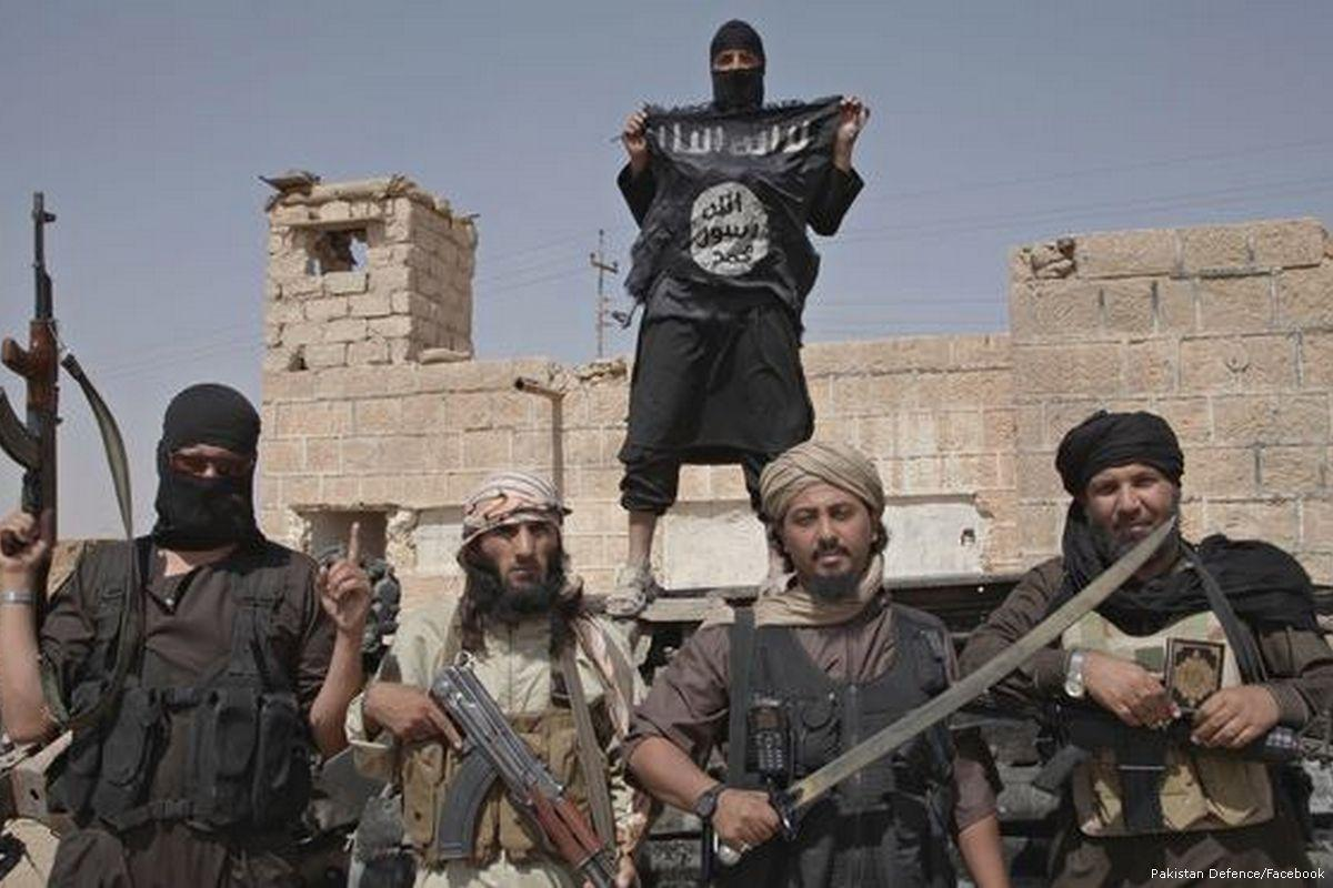 Боевики с флагом ИГИЛ