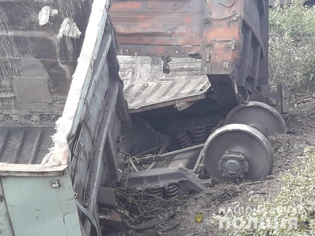 Под Красноградом электричка столкнулась с товарными вагонами