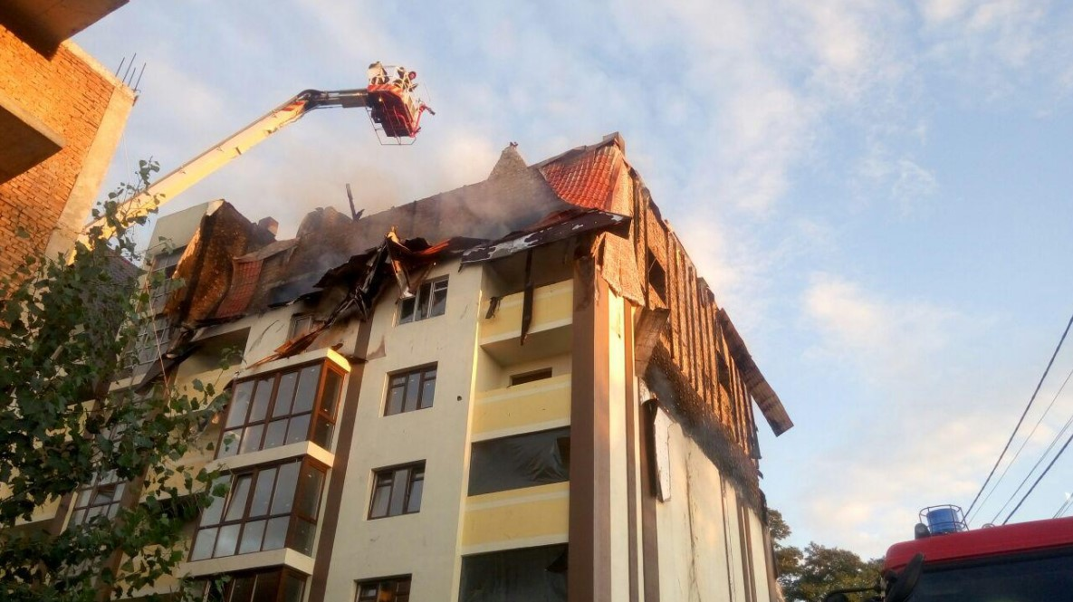 В Киеве на площади 800 кв м горел новострой: фото