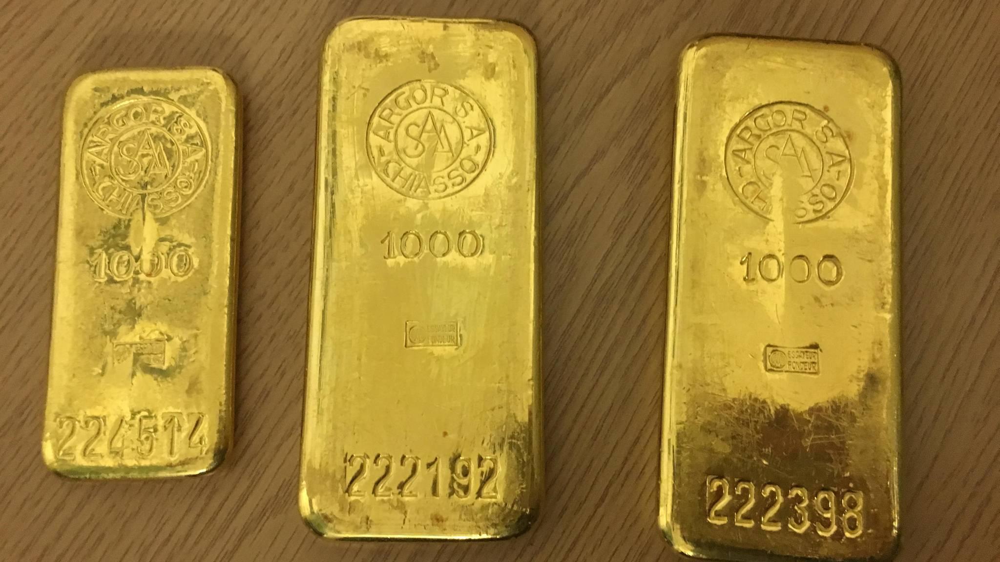 Отнес в бюро находок: немец нашел 2 кг золота в старом шкафу