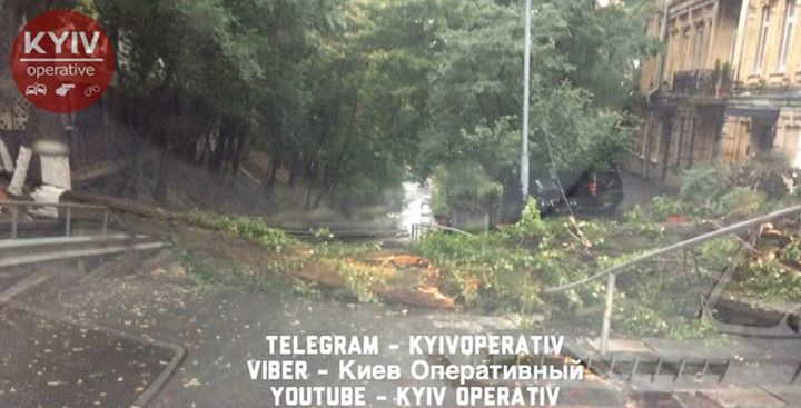 Киев остановился в пробках: карты