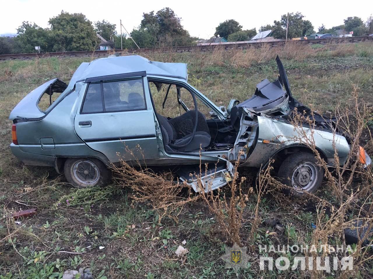 Под Николаевом поезд InterCity столкнулся с авто: есть жертвы