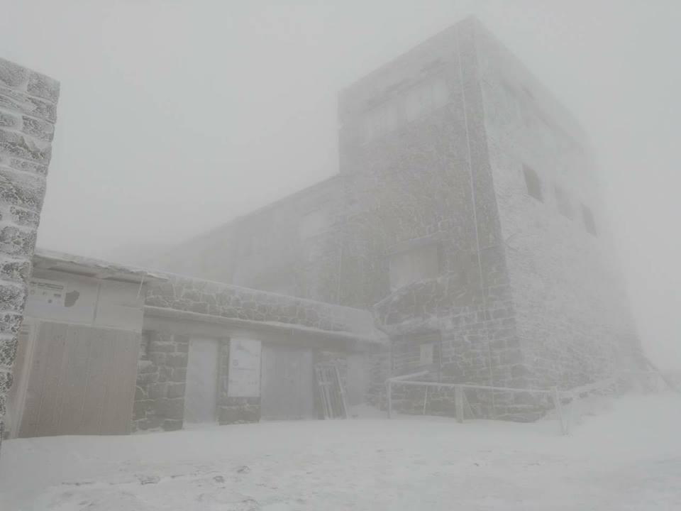 В Карпатах выпал снег и ударил мороз - фото