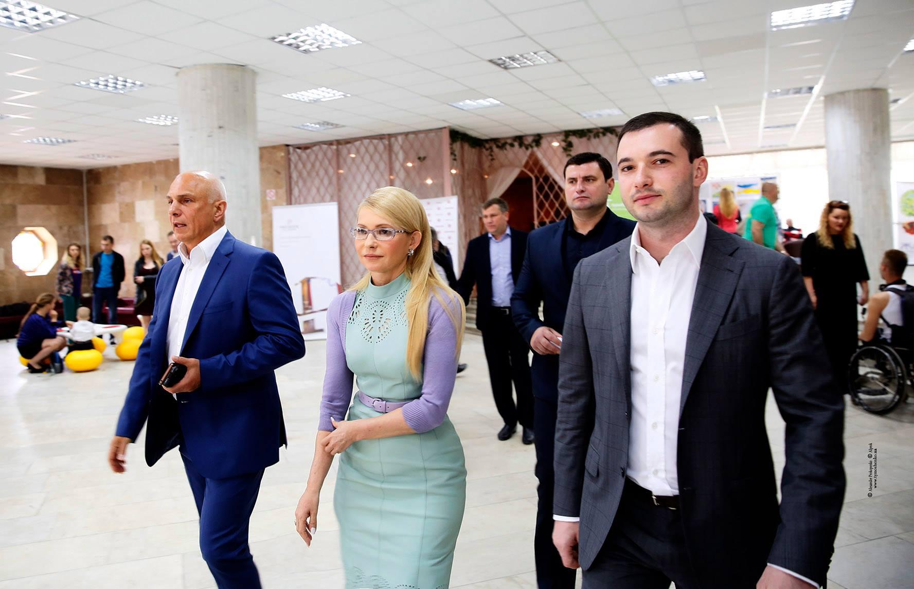 Супруги топ-кандидатов. Что известно о паре следующего президента