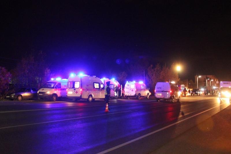 Масштабное ДТП в РФ: погибли 11 человек - фото