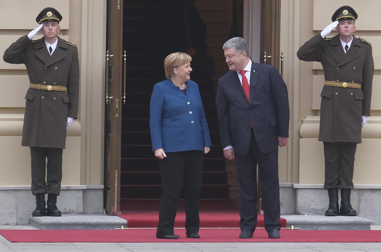 """""""Вітаю, воїни"""". Зачем Меркель приезжала в Киев"""