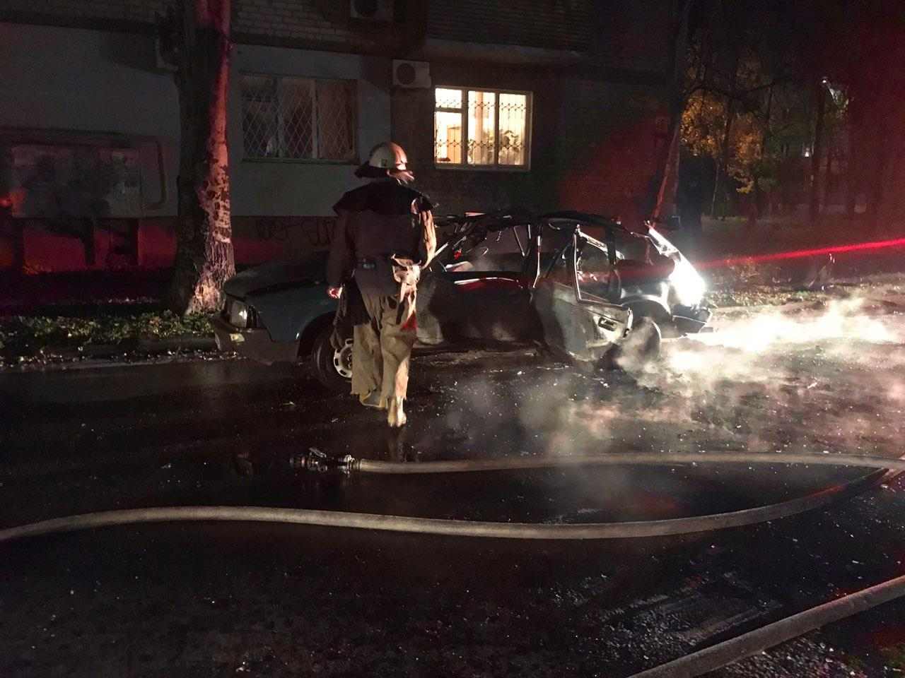 В Бердянске взорвался автомобиль - фото, видео