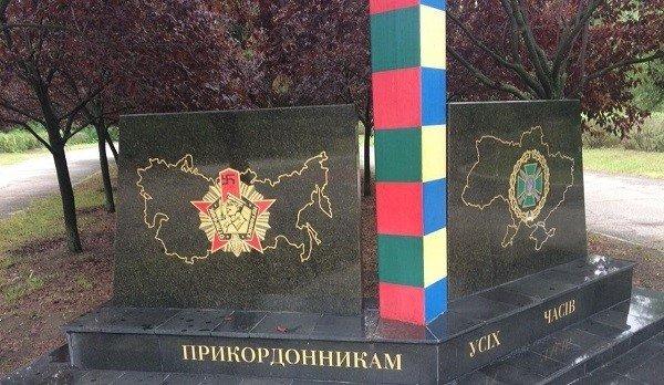 """""""Бабушка-вандал"""" нарисовала в Николаеве свастику и сердечко: фото"""