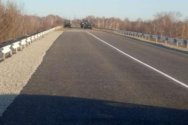 В Попасной восстановили взорванный боевиками мост: фото