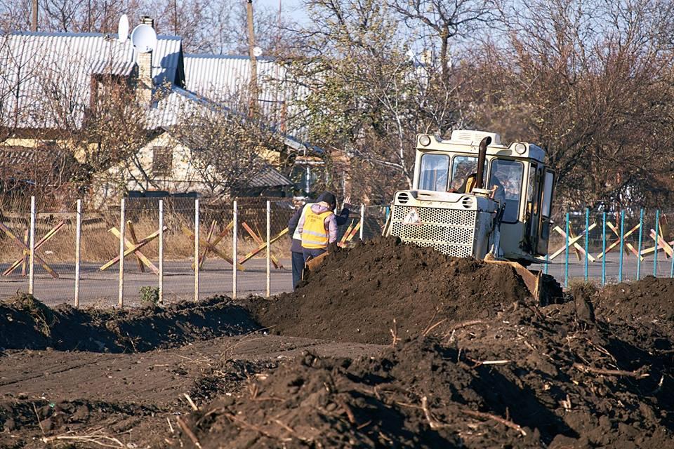 Как проходит обустройство пункта пропуска в Донбассе: фото