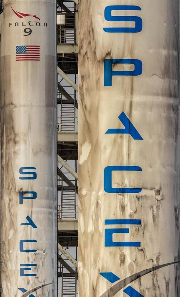 """SpaceX Илона Маска запустила """"обгоревшую"""" ракету Falcon 9: видео"""