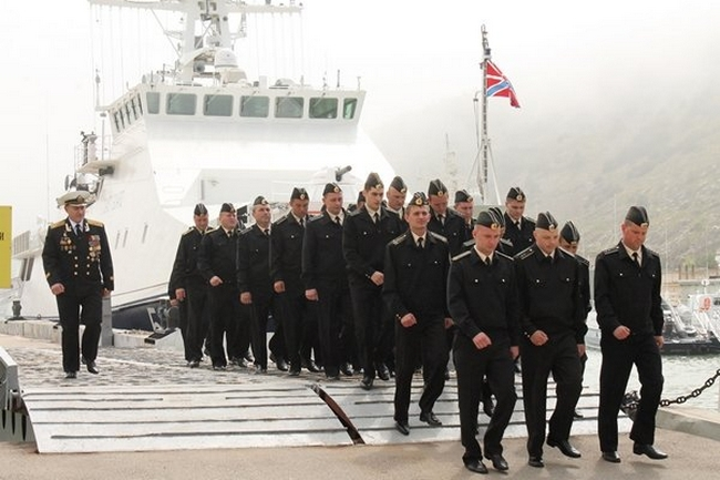 По морякам стрелял их экс-однокашник по академии ВМС - Миротворец