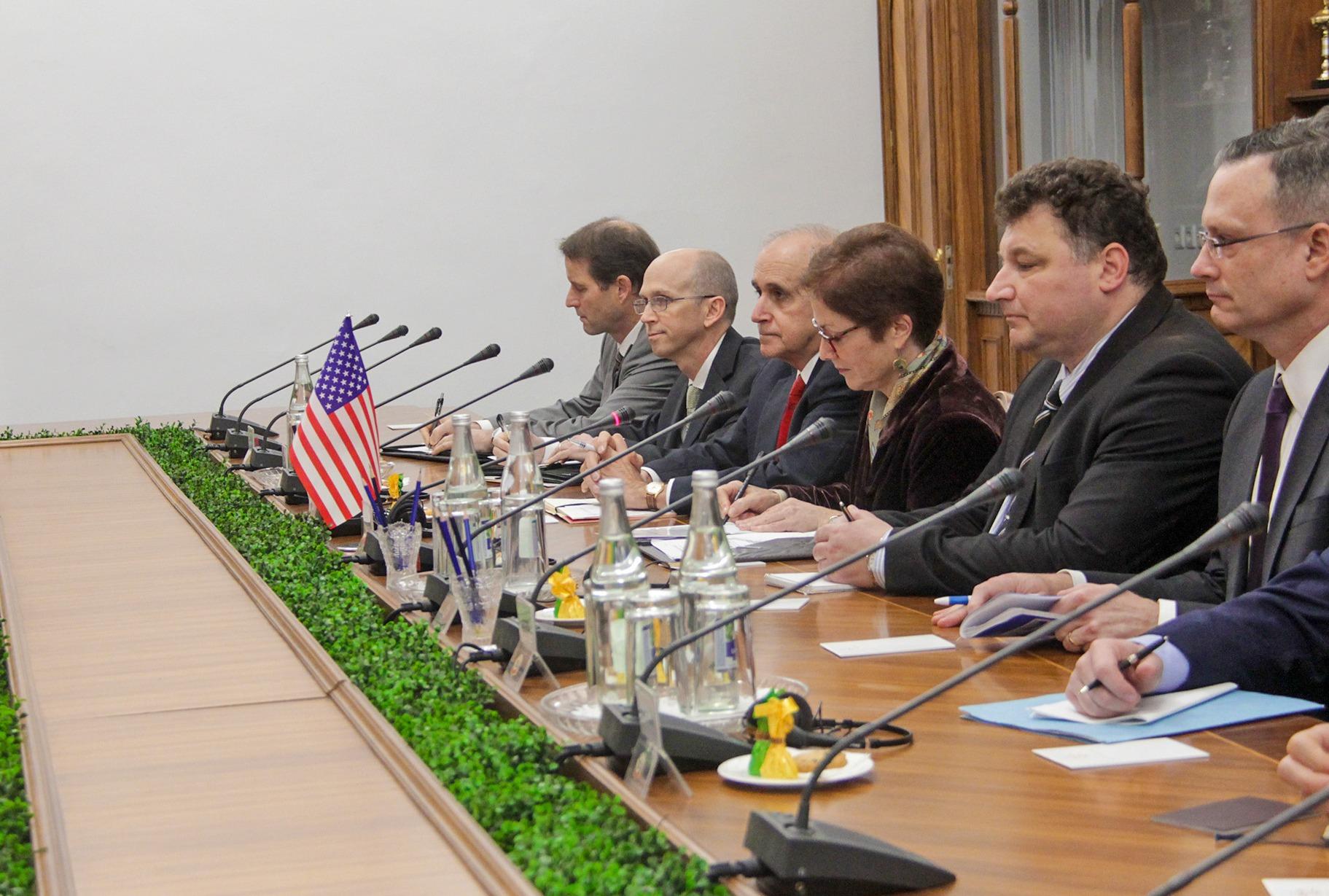 В Минобороны начал работу стратегический советник из США - фото